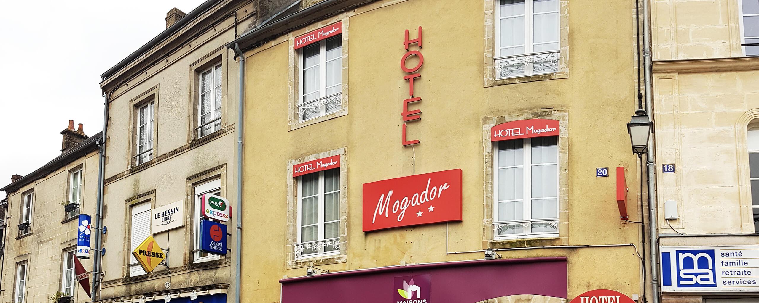 Façade de l'Hôtel Mogador de Bayeux v2@2x